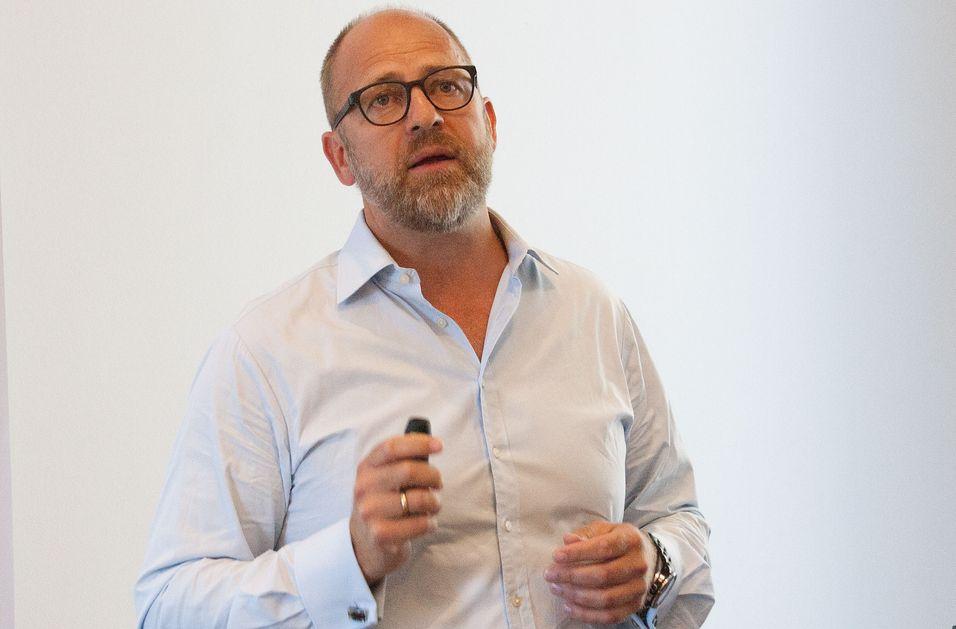 Gründer Peder Nærbø i Bulk Infrastruktur var blant flere talere som etterlyste både tilgang til et innenlandsmarked for mørk fiber og flere føringsveier til utlandet.