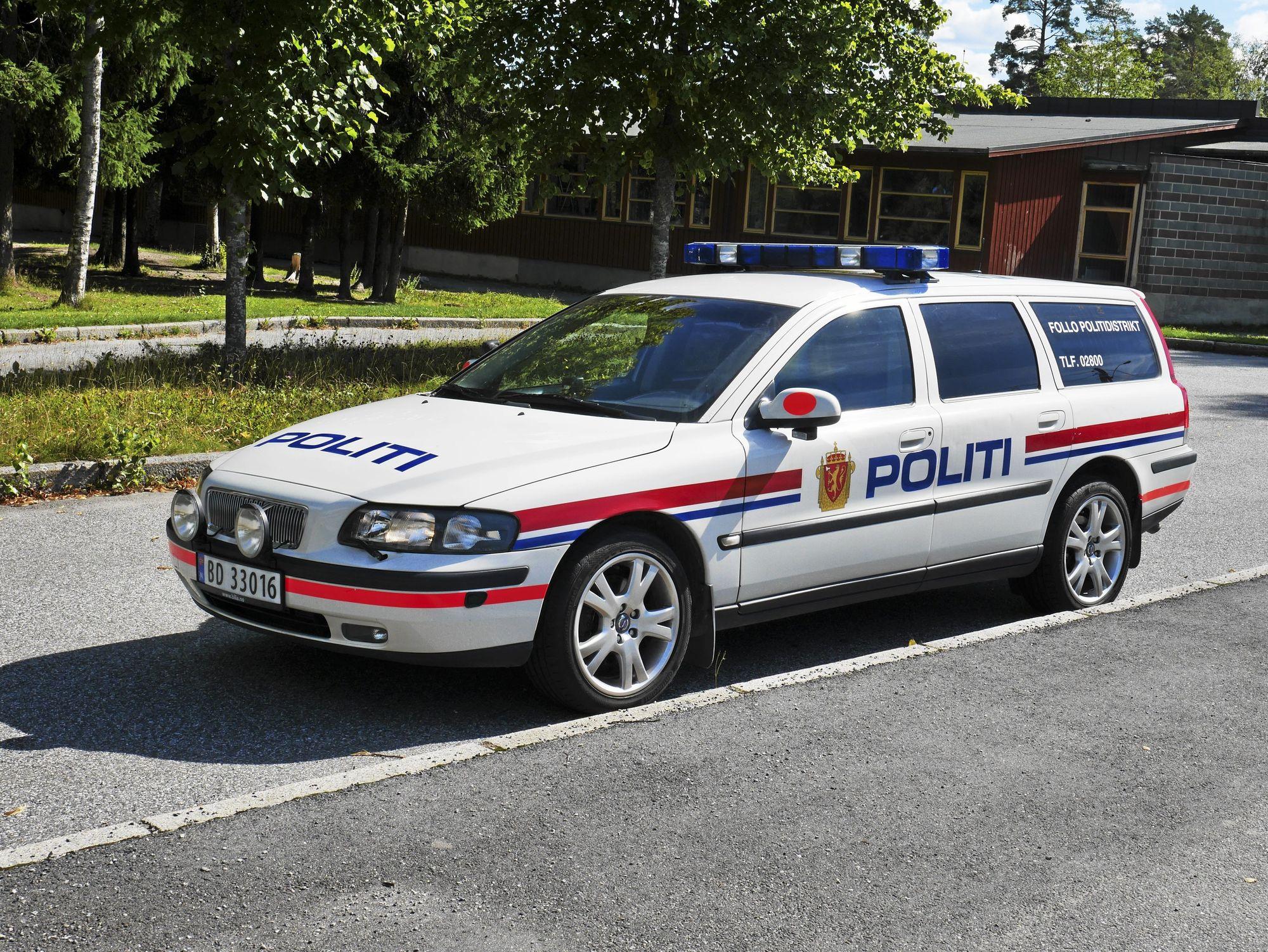 PÅ PATRULJE: Denne og andre politibiler vil bli å se rundt skoleveiene våre i tiden som kommer.