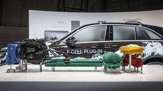 Den nye Mercedes-hydrogenbilen får batteri - og norsk lagringsteknologi