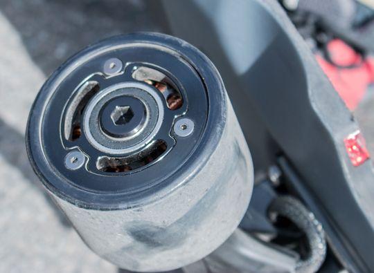 Motoren sitter på innsiden i selve hjulet, noe som har en rekke fordeler ifølge Inboard-representantene vi snakket med.