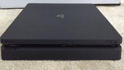 Er denne PlayStation 4 Slim-konsollen ekte?