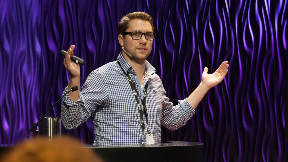 Vegard Lien holdt foredrag under E-sportdagen 2016.