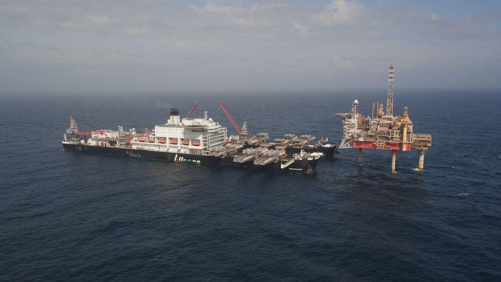 Gigantskipet Pioneering Spirit fjernet den 13.000 tonn tunge Yme-plattformen tidligere i høst. Skipet kan få nok å gjøre i Nordsjøen de neste ti årene.