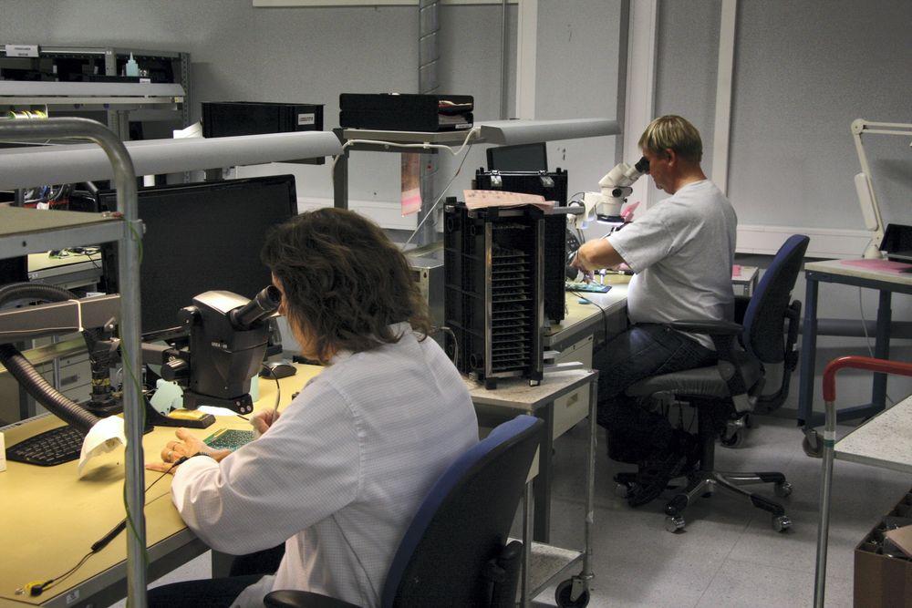 Nitid og nøyaktig arbeid kreves for en del av komponentene Norautron produserer i små serier.