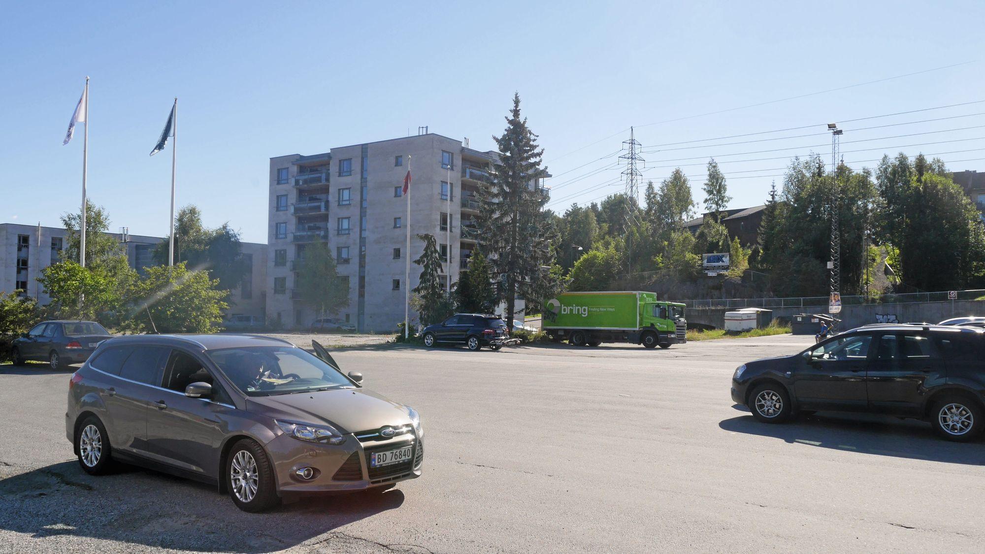 PARKERING: Det blir underjordisk parkeringshus og et shared-space-torg over.