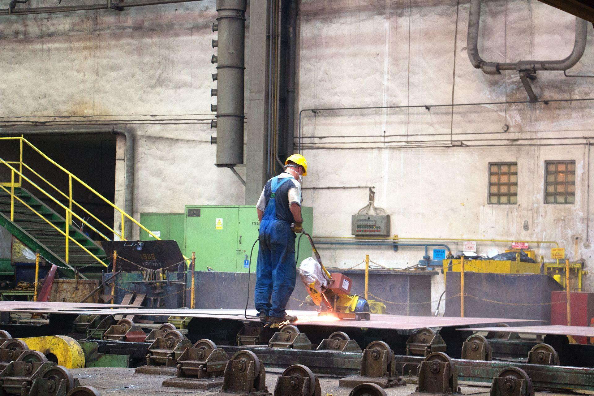 Crist-verftet i Gdynia benyttes stadig av norske skipsbyggere. Verftet har også hyppig brukt nordkoreansk arbeidskraft. Her fra Teknisk Ukeblads besøk på verftet i august.