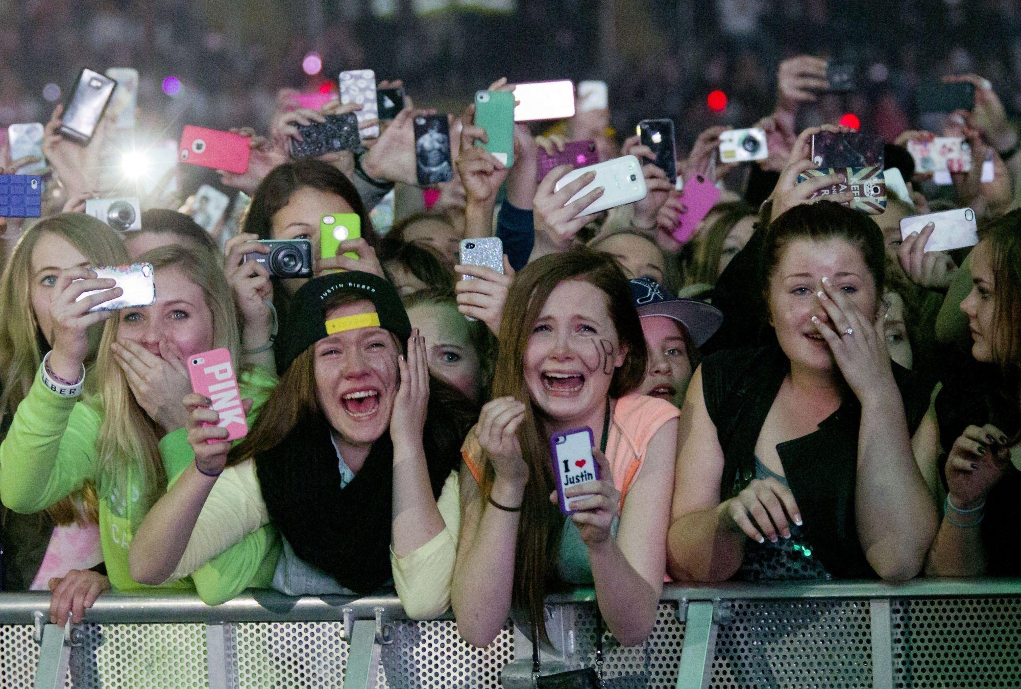 Med tusenvis av smartmobilbrukerepå konsert, kan den eventuelle Wi-Fi-kapasiteten fort bli sprengt. Bildet er fra en Justin Bieber-konsert i Telenor Arena tidligere i år.