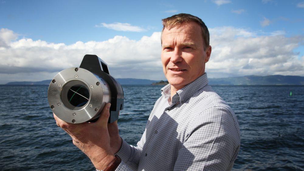 Avansert: Daglig leder Ivar Erdal med et kamera som nå er inne til ombygging. Et kamera koster ca. en million kroner og bygges med en tilrettelagt programvare avhengig av formål.