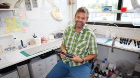 Materialeksperten: Mattias Huneide har en doktorgrad i molekylær overflatefysikk fra universitetet i Linkøping. Etter å ha jobbet i både REC og Aker Solutions er han sentral i produktutviklingen hos Fosstech.