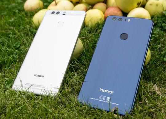 To brødre som ikke er brødre. Huawei P9 og Honor 8 har svært mye til felles, selv om de ikke deler samme logo på baksiden. Hvilken du velger avhenger litt av nyanser i funksjonene, og mye av hvilken design du foretrekker.