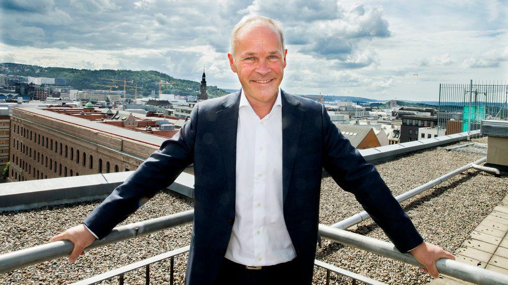 Kommunal- og moderniseringsminister Jan Tore Sanner (bildet) sier at omstillingen i norsk økonomi begynner nå. IKT-politikken trenger noen handlingsregler, mener bidragsyter Arild Haraldsen.