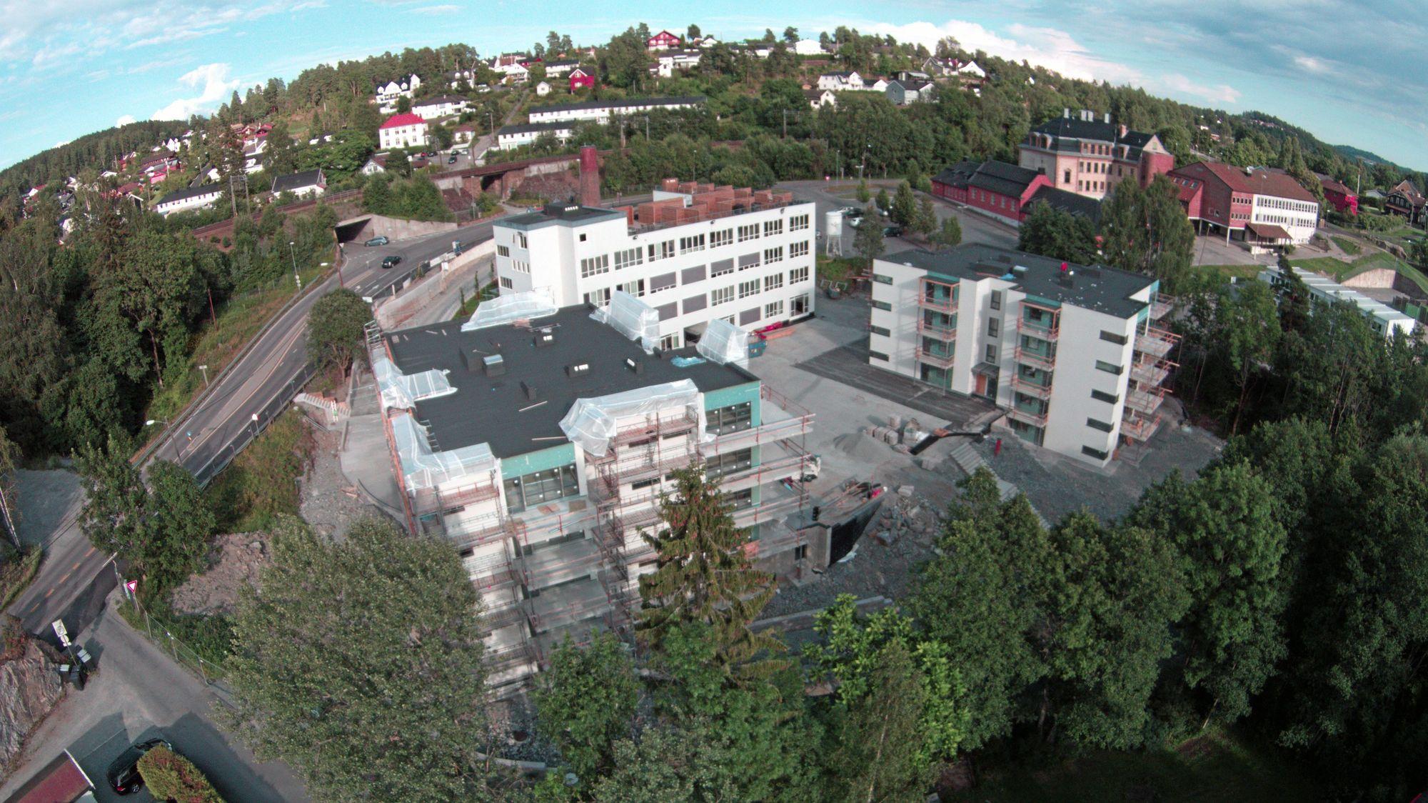 FRA FUGLEPERSPEKTIV: Slik ser tomten ut fra luften. Om ikke lenge er Odlo.bygget ferdig.