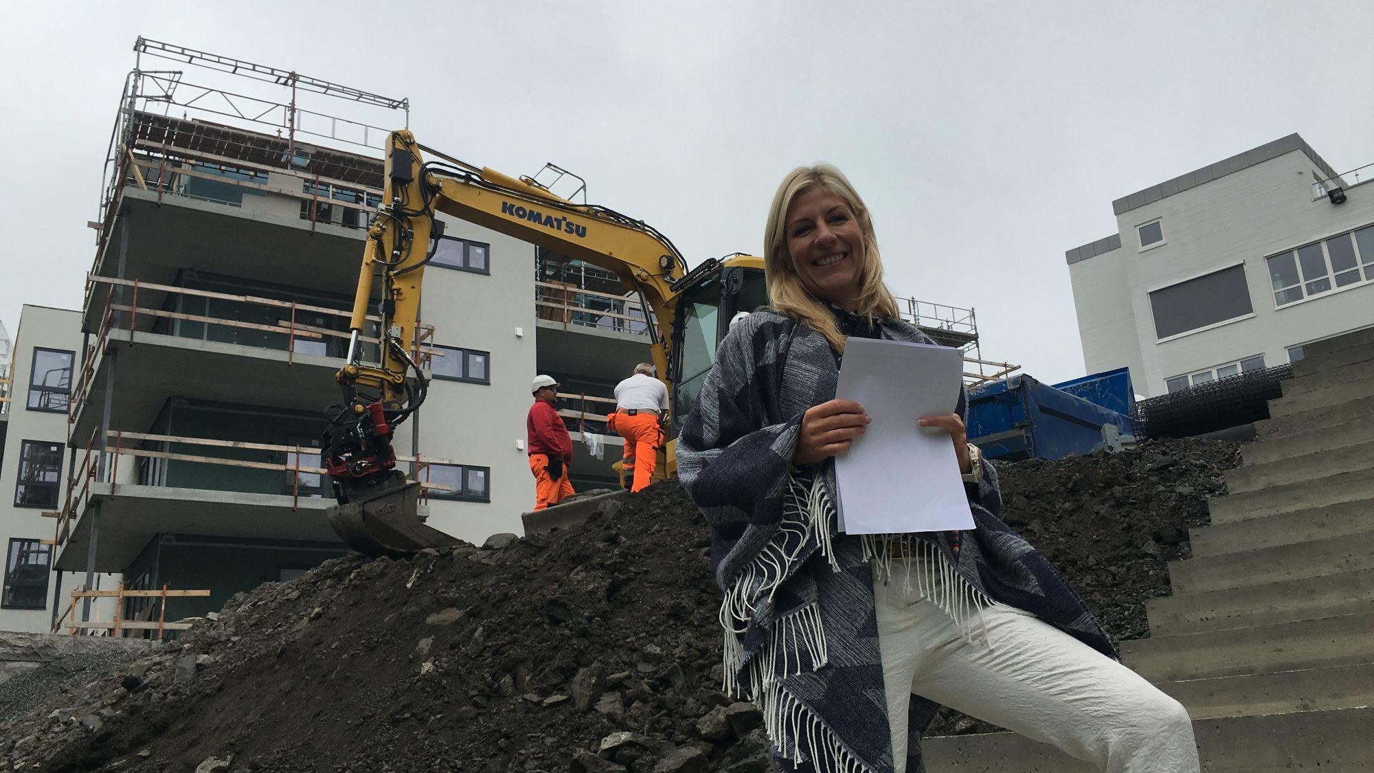 FORNØYD: Ulla J. Gundersen i Bolig Og Eiendomsutvikling synes Odlo-byggene har blitt flottere enn hun hadde forestilt seg.