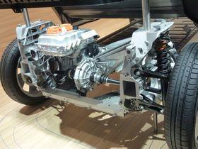 Dette er en strippet BMW i3, hvor det er lett å få et inntrykk av hvor smale dekkene på bilen faktisk er.