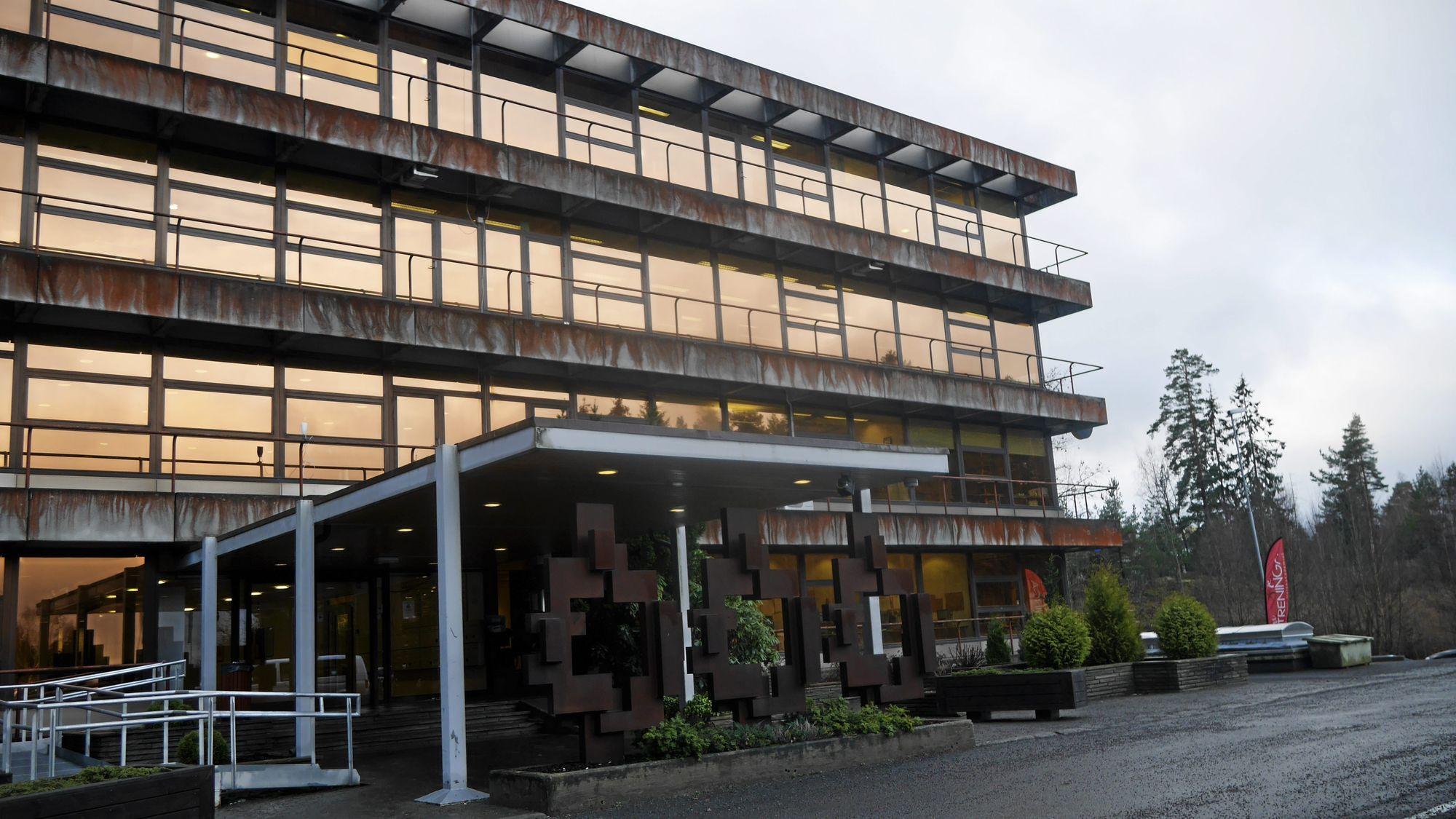 MANGE DRIVER FORRETNING HER: Det gamle Unitor-bygget på Trollåsen er en sentral den av forretningslivet i denne delen av kommunen.