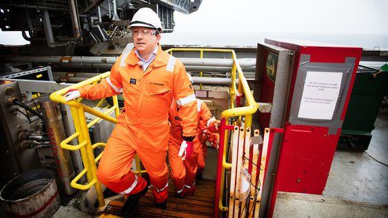 Stolt: Karl Johnny Hersvik er stolt av Det norskes gjennomføring av Ivar Aasen-prosjektet som starter produksjon i desember - her om bord i Maersk Interceptor som boret produksjonsbrønnene.