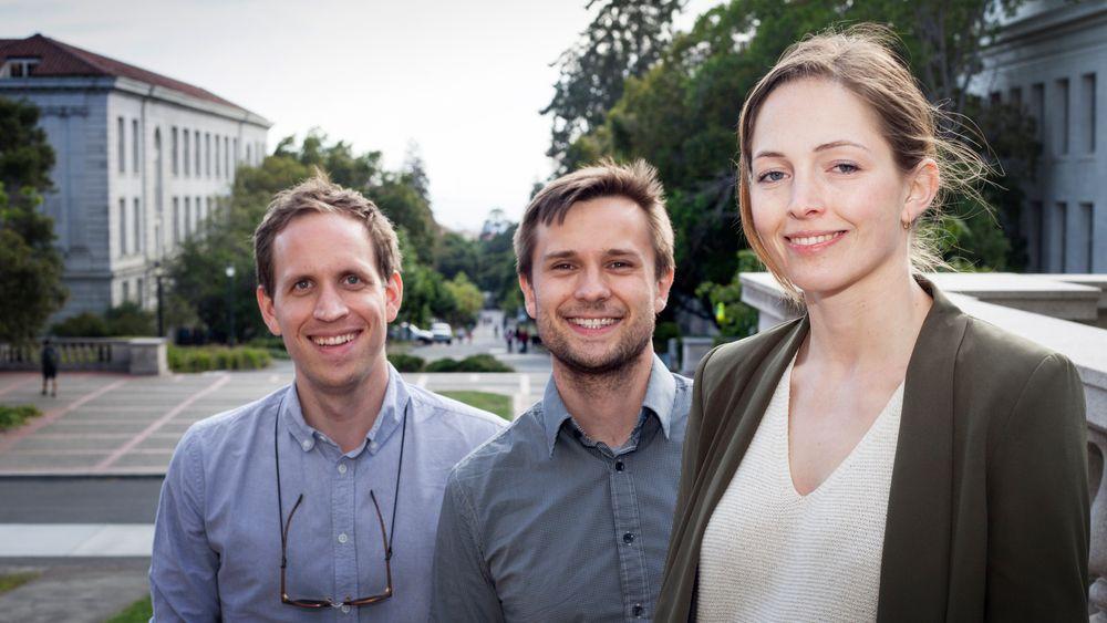 Joachim Bråthen(t.v.), Carl Martin Rosenberg og Karoline Strand er tre av mange norske ungdommer som tar steget ut i verden gjennom Gründerskolen. Sammen med praktisk arbeid i oppstartsbedrifter, skal de følge kveldsforelesninger her på University of Berkeley