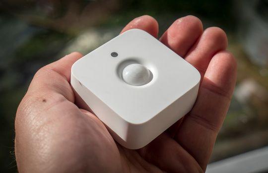 Hue Motion Sensor ser anonym nok ut, og vi får ikke akkurat noen HAL 9000 følelse av den lille plastboksen.