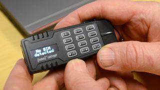 Den norske USB-pinne-løsningen er helt umulig å bryte seg inn i. Flere og flere land tar den nå i bruk