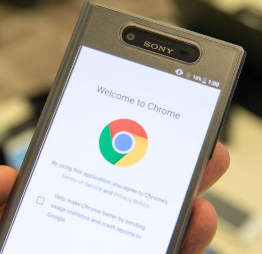 En mengde tilbehør ble vist frem sammen med de nye telefonene. For enkel bruk kan det være like greit å la dekselet være på.