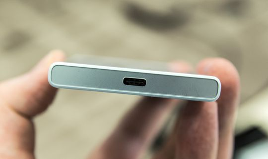 USB type-C gjør sin første inntreden i Xperia-modeller med disse to nye telefonene.