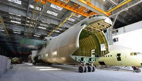 An-225 nummer to på Antonov-fabrikken i Kiev i Ukraina.