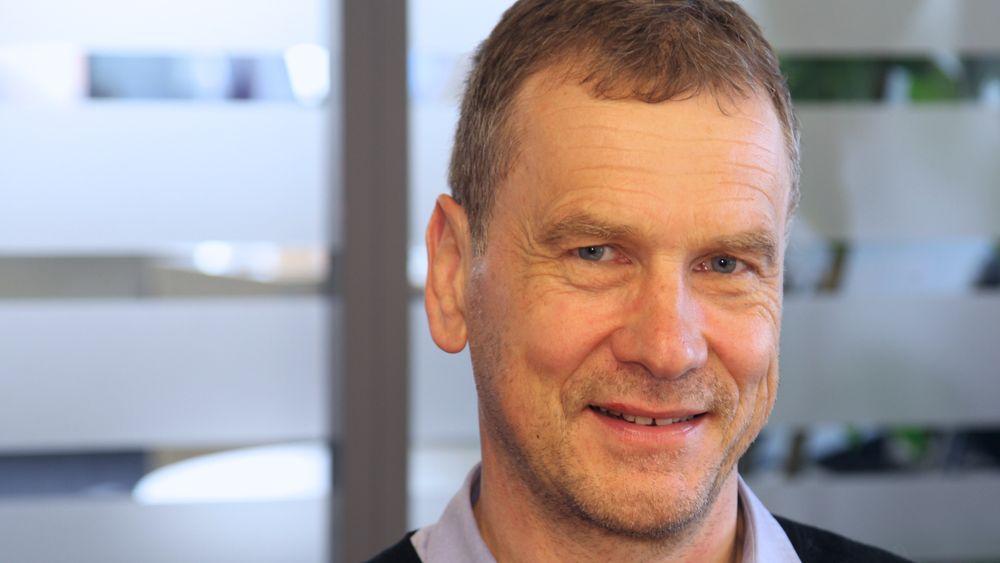 Banzai-sjef Pål Eivind Vegard er fortørnet over måten selskapet tvinges ut av mobilmarkedet på. Han mener Banzai har blitt dårlig behandlet av Telia, og at Nasjonal kommunikasjonsmyndighet gjør feil som rammer hele videresalgsmarkedet.