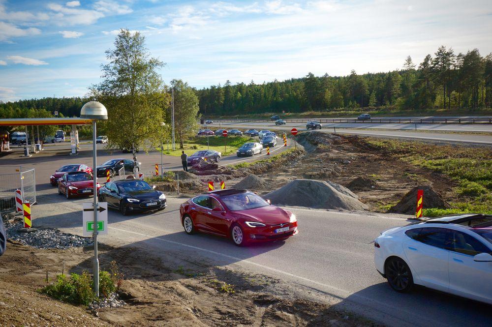 Elbillandet foran noen: Norge har over 100 000 elbiler registrert, men i 17 kommuner er det foreløpig ingen.