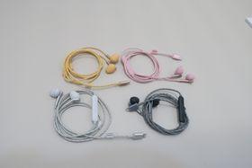 Proppene kommer i fire farger, som matcher telefonene til Apple.