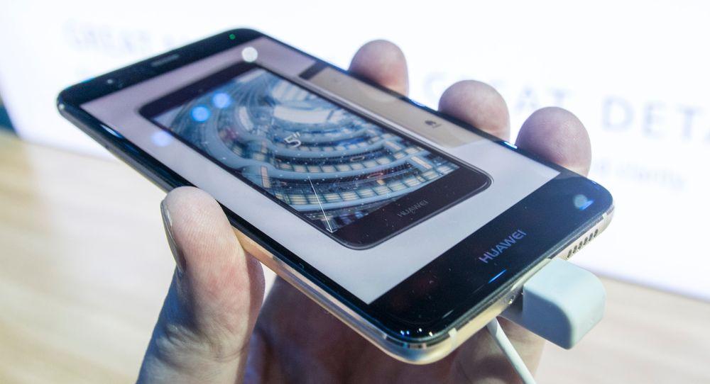 Det er litt vanskelig å bli klok på en av Huaweis nyeste telefoner. Har de allerede utkonkurrert seg selv, eller kommer designen til å sørge for at Nova selger?