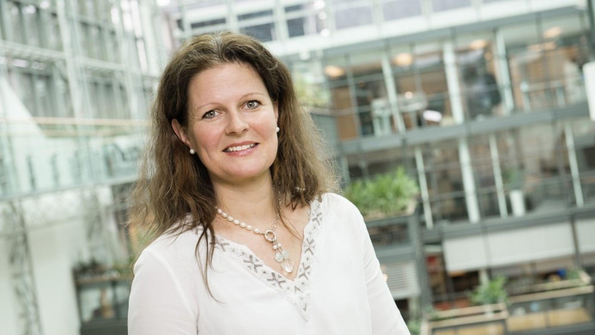 athrine M. Lofthus, administrerende sjef for Helse Sør-Øst vil at modernisering av IT i landets største helseforetak skal overtas av et utenlandsk selskap, skriver NRK.