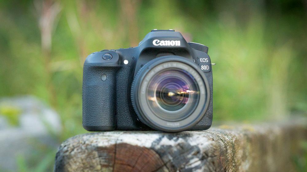 Vi ser nærmere på Canons rimeligste proffkamera