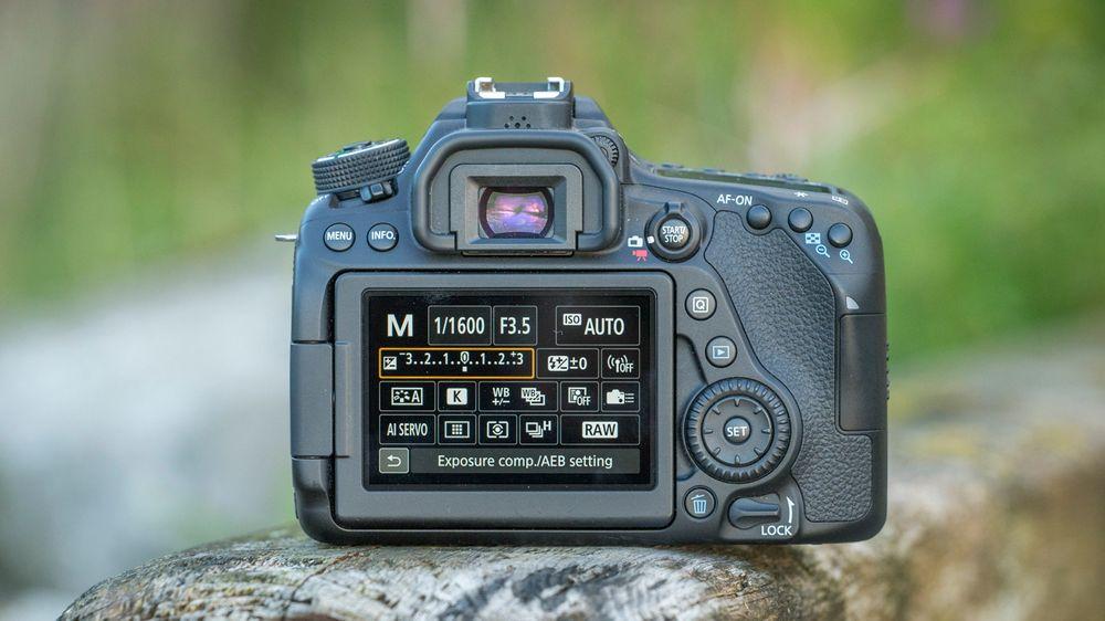 Hurtigmenyen i kombinasjon med berøringsskjermen gjør det enkelt og oversiktlig å endre på innstillinger i kameraet.