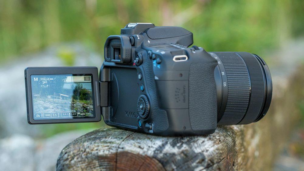 Den fleksible berøringsskjermen er veldig fin hvis vi skal fotografere fra høye eller lave perspektiver.