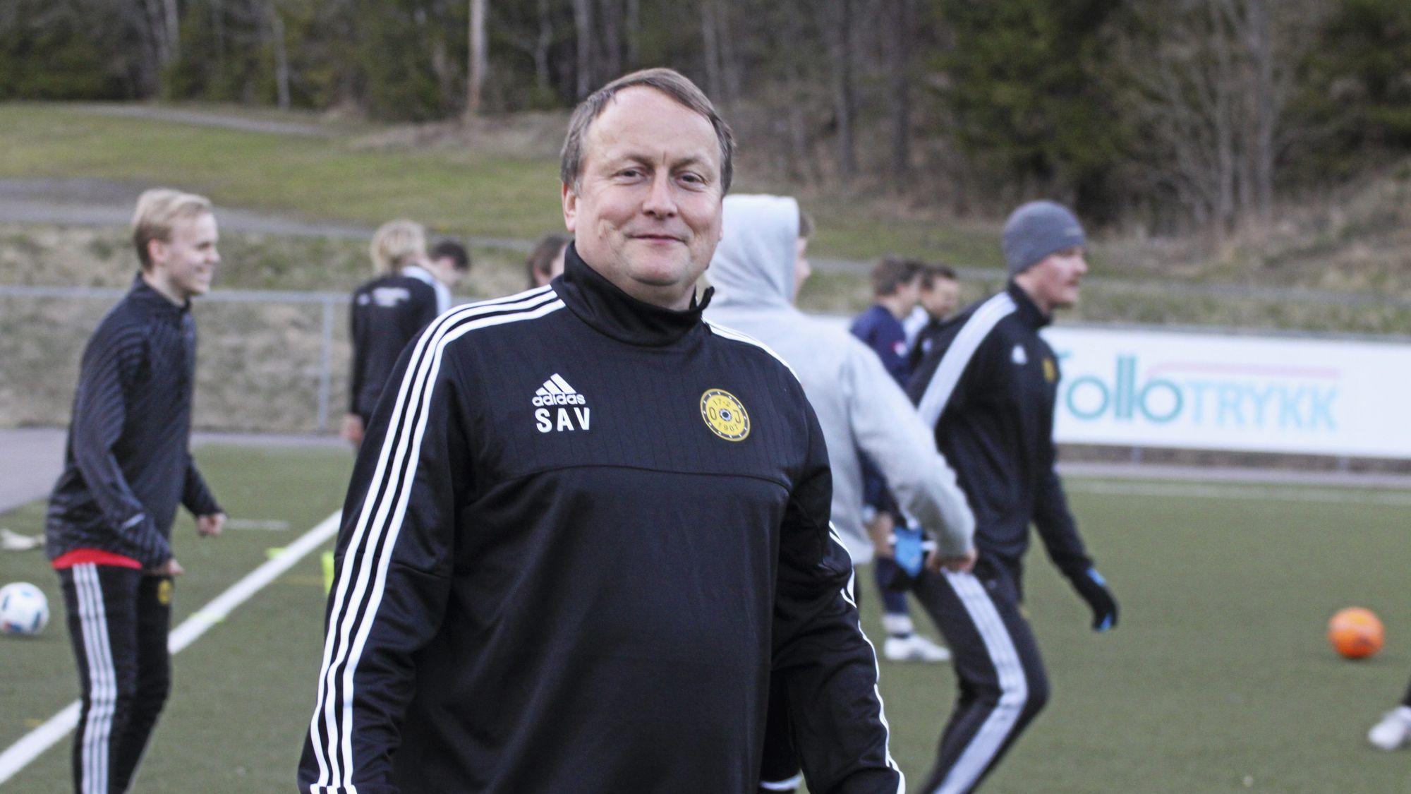 IKKE FORNØYD: Oppegård-trener Stig Vangsnes.
