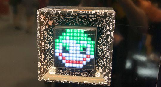 Divoom hadde en mengde høyttalere utstilt, med mange forskjellige design. Akkurat denne karen er nok litt ekstra glad i Skrillex.
