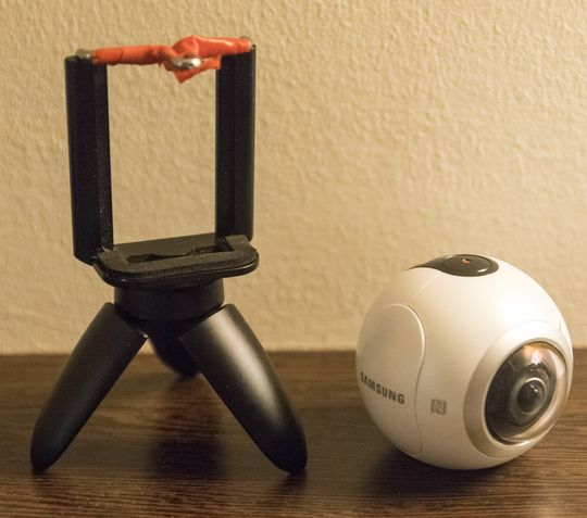 Jeg rakk aldri å bruke Samsung Gear 360, men stativet reddet fotosammenlikningen i Xperia XZ-testen.
