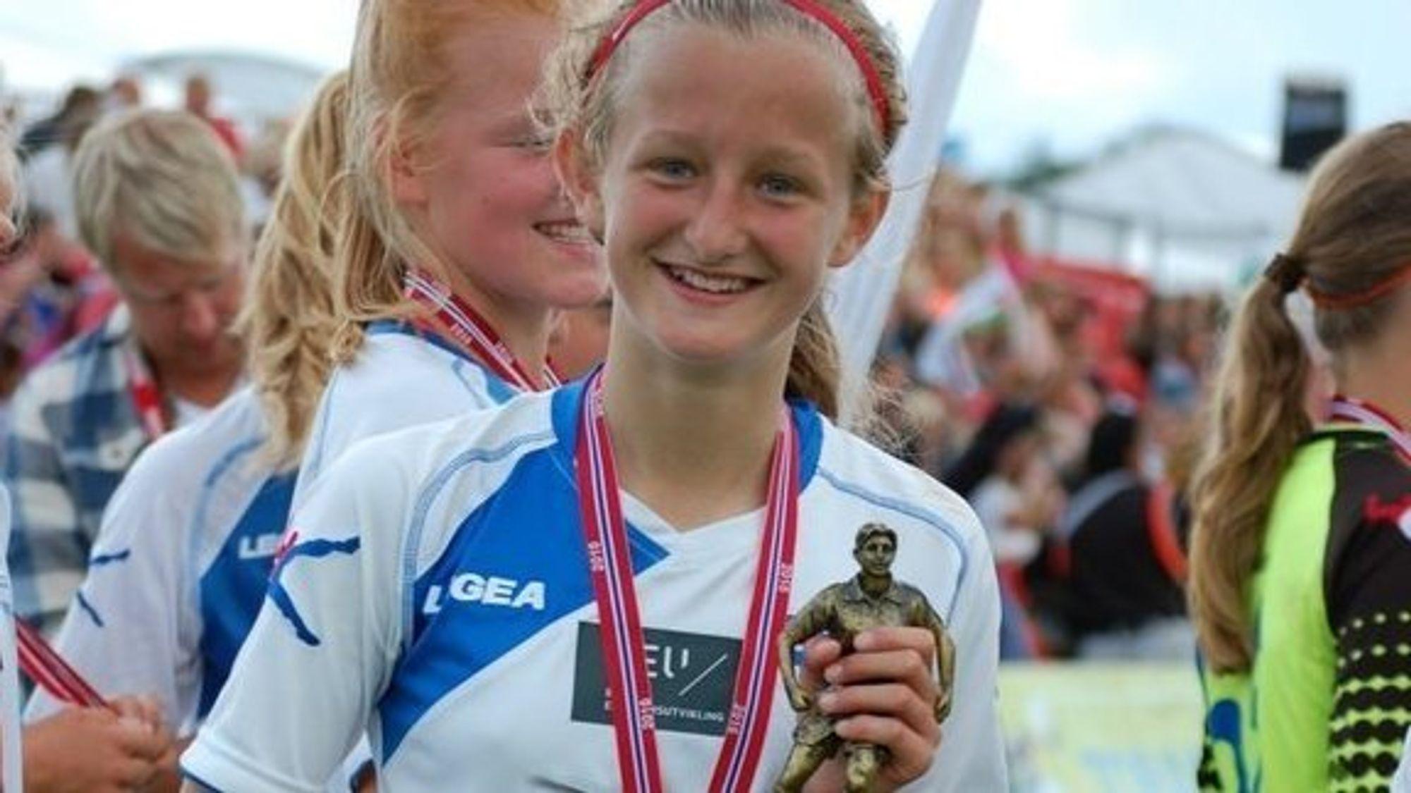 PUTTET FØRST: Guro Møller ga Kolbotn ledelsen i første omgang. Det hjalp på nervene, og J14 tråkket til og vant kvartfinalen!