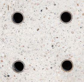 Varmevekslere: Væsken renner gjennom rør innstøpt i betongen.