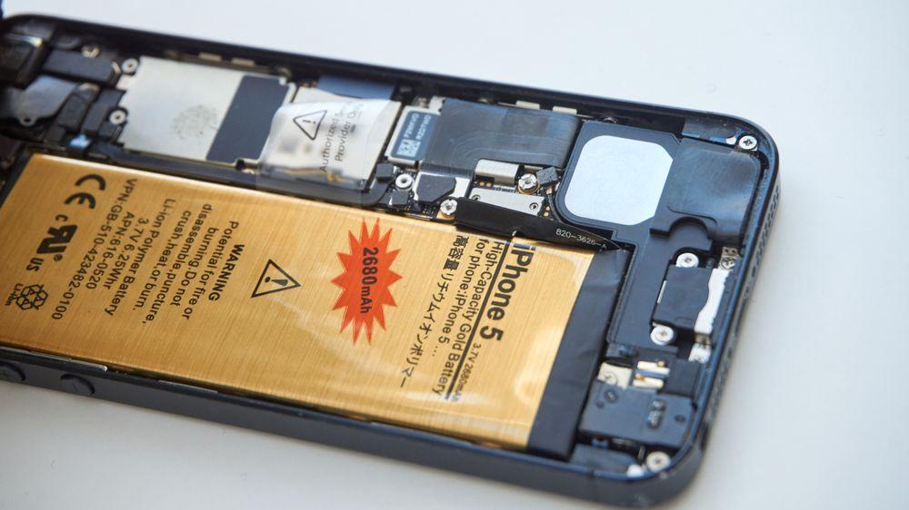 Det gullfargede batteriet var ikke veldig tillitsvekkende i utgangspunktet, og etter testen ble vi ikke mer overbevist.