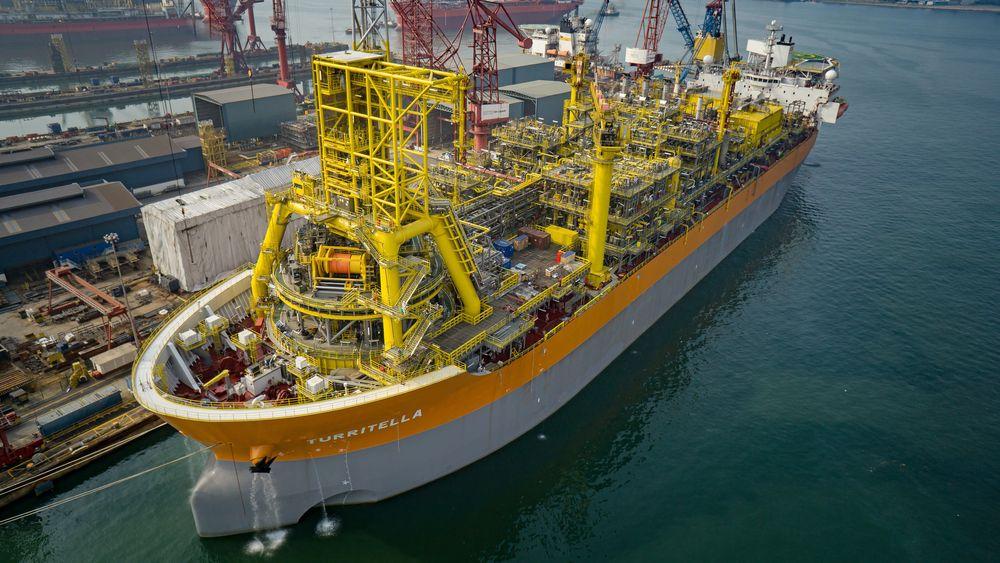 Produksjonsskipet Turritella henter opp oljen fra det dype Stones-feltet i Mexicogulfen. Her er skipet til kai i Singapore.