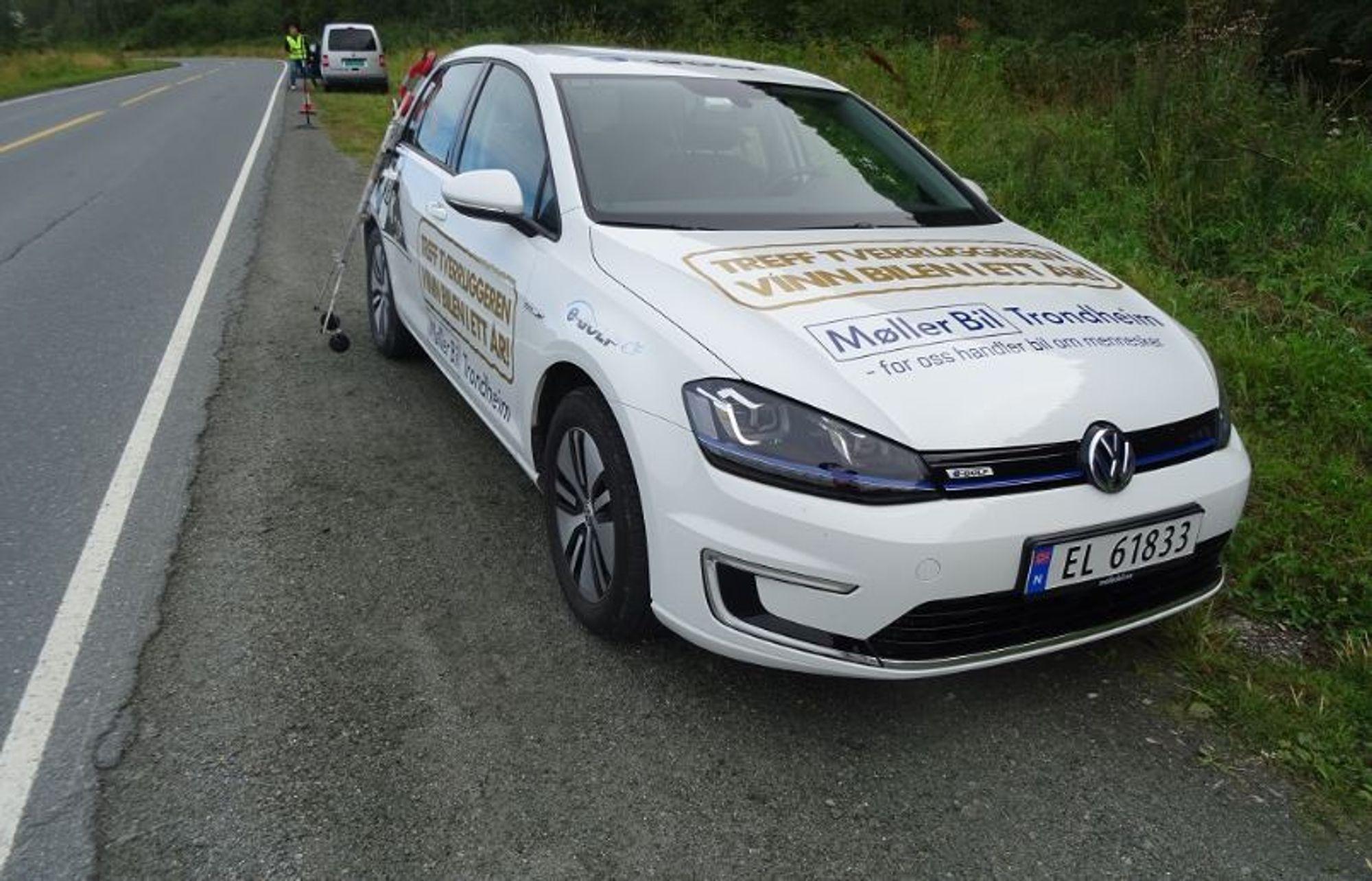 Veitrafikken står for rundt 80 prosent av støyplagen i Norge. Lav rullemotstand gir lavere energiforbruk - og mindre støy. Her måler de norske forskerne støy i felt, i samarbeid med Gdansk Technical University i Polen