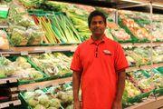 FORNØYD: Butikksjef Coop Extra Loganathan Sivasambu.