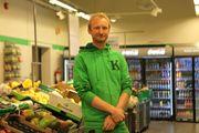 FORNØYD: Butikksjef Christian Johan Kai Dyvik i Kiwi Sonsterudveien.
