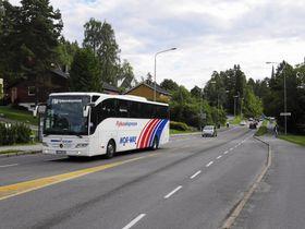 STOPP OGSÅ HER: Heller ikke gjennom Sønsterudveien vil Flybussekspressen bli å se lenger.