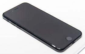 iPhone 7 i «Jet Black», slik den fremstod da vi tok en titt på telefonen.