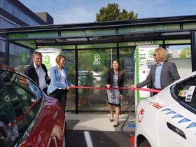 Landets første hurtiglader reservert drosjer ble åpnet på Bryn i Oslo i dag.