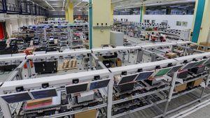 Bli med inn i mega-fabrikken der fremtidens servere lages