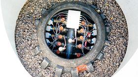En av 20 energibrønner, som er boret 250 meter ned i bakken og skal forsyne skolens varmepumpe.