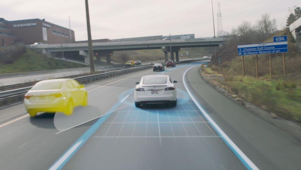 Teslas Autopilot-system er basert på sensorer, datamaskiner og data fra millioner av kjørte kilometer.